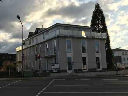 Große Erdgeschoss-Neubauwohnung mit Tiefgaragen-Stellplatz