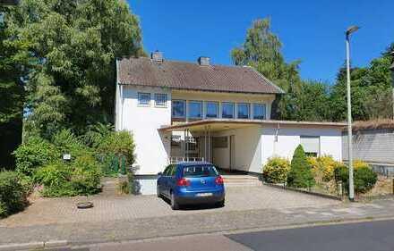 Freistehendes Einfamilienhaus mit Garten und separater Einliegerwohnung, ruhige Lage