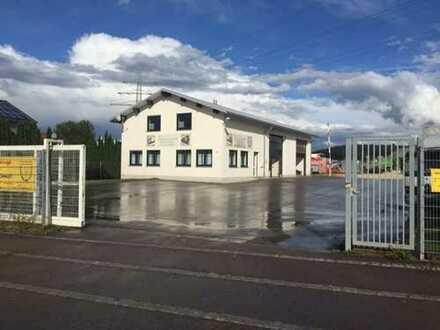 Halle für KFZ -LKW Aufbereitung,2x Büro mit kleiner Einliegerwohnung
