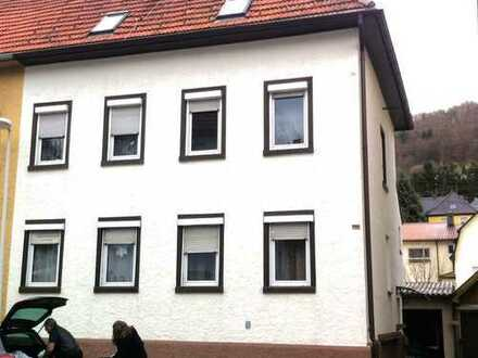 Titel: Großzügiges Haus mit acht Zimmern von privat an Grösse Familie (Jung und Alt) zu vermieten.