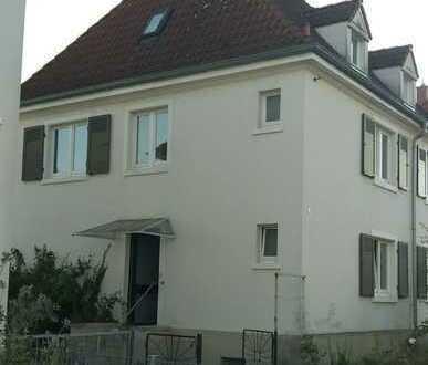 Erstbezug nach komplett Sanierung in attraktiver Wohnlage in einem Haus mit extra Charme