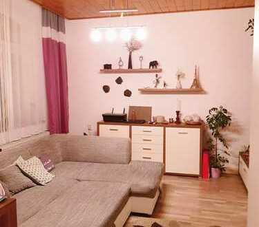 Schöne drei Zimmer Wohnung Parterre in Vogtlandkreis, Treuen