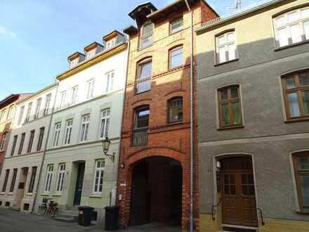 Wohnen über 3 Etagen direkt im Zentrum + EBK