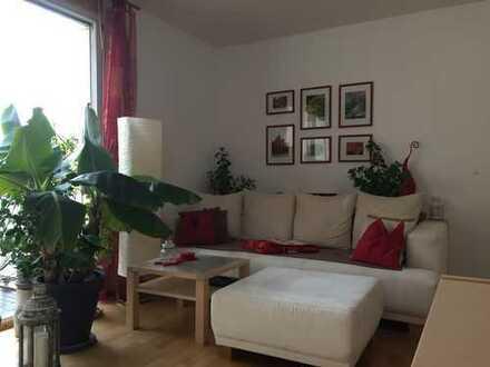 Reserviert: Neuwertige 2-Zimmer-Wohnung mit großem Süd-Balkon und Einbauküche im Zentrum Münchens