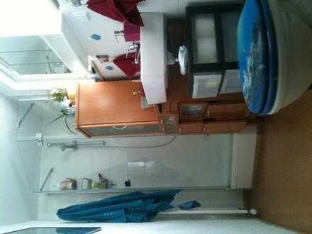 NUR PENDLER (IN) Vermiete helles möblierte Zimmer ca13qm in einem- ein Familien Haus