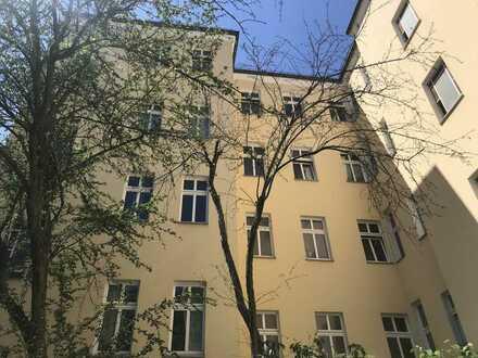 Schönes MFH mit 239 m² Ausbaureserve für ein Penthouse in Berlin-Schöneberg - im Alleinauftrag!