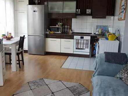 Wunderschöne, helle 2-Zimmer-Wohnung mit Balkon