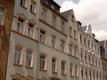Hübsche geräumige und sonnige Wohnung mit Balkon und Gartennutzung