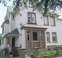 3 Zimmer Dachgeschoßwohnung im Altbau Villa 1 A Lage!