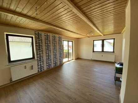 Helle Wohnung mit drei Zimmern sowie Balkon und Einbauküche in Ingolstadt