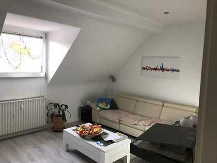 Ansprechende, gepflegte 3-Zimmer-Dachgeschosswohnung zur Miete in Höhenhaus, Köln