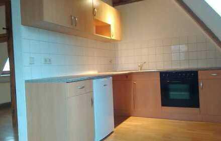 Gepflegte 1-Zimmer-Dachgeschosswohnung mit Einbauküche in Grimma