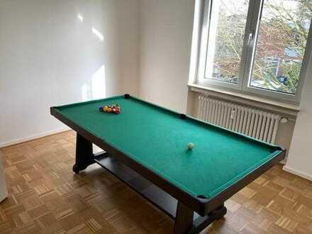 1 schönes Zimmer (18qm) in 110qm Wohnung in Sachsenhausen nahe Stadtwald