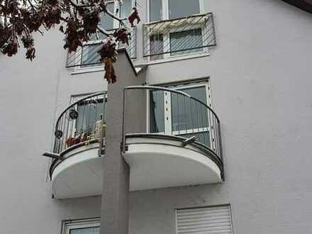 Gepflegte 2-Zimmer-Maisonette-Wohnung mit Balkon und EBK in Ebersbach an der Fils
