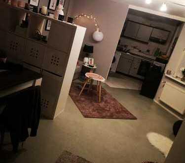 helle, zentrale, schöne 2 Zi-Wohnung mit Einbauküche