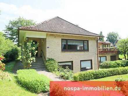 Großer Hausteil mit Innenpool, Sauna, Wintergarten und großzügigem Garten in innenstadtnaher Lage!