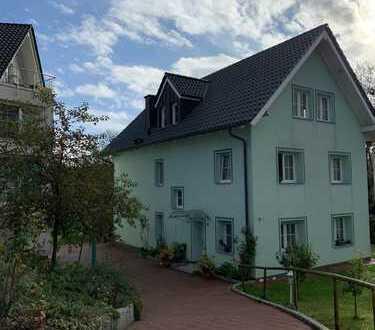 Dachgeschosswohnung im Grünen