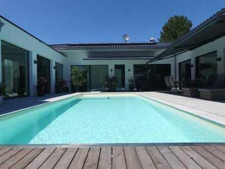 ... Neubau-Bungalow im mallorquinischen Stil mit Außen-Pool in ruhiger Lage nahe Mühldorf ...