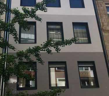 Erstbezug nach Sanierung mit Balkon: freundliche 2,5-Zimmer-Wohnung in ruhiger City-Lage