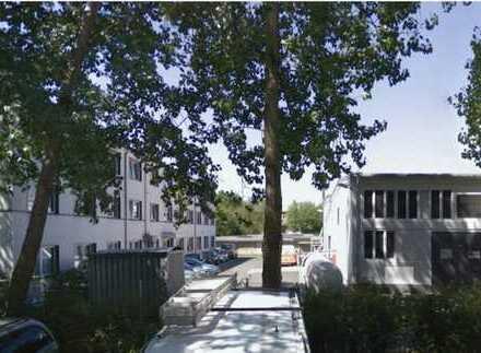 Lichtenberg: Storkower Straße: Bürogebäude mit Stellplätzen, ca. 1.270 m², max. 3 Jahre