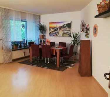 Gepflege und helle 4-Zimmerwohnung mit großem süd-west Balkon!