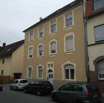 ++große Dachgeschoßwohnung++2 ZKB++offener Wohnraum++gepflegtes Haus