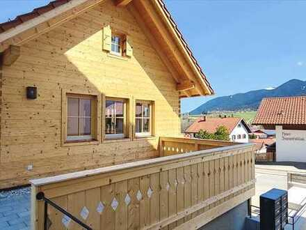 Freistehendes Chalet mit Galerie, Terrasse, Gartenanteil und Einzelgarage. Wunderbarer Bergblick