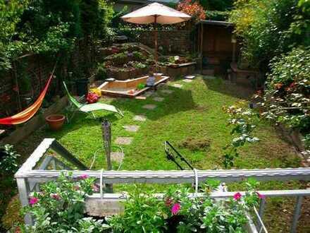 Wunderschöner Südstadt-Altbau mit eigenem Garten