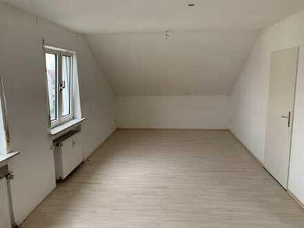 Helle DG-Wohnung mit vier Zimmern