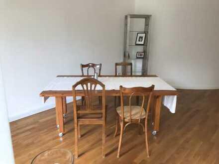 Stilvolle, geräumige 2-Zimmer-Hochparterre-Wohnung mit EBK in Augsburg