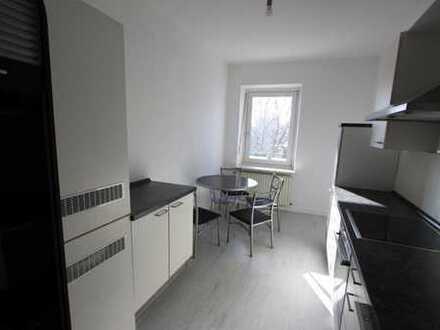 4 Zimmer Wohnung - Direkt an der U- und S-Bahn Trudering, EBK, Süd-Balkon, PKW Stellplatz