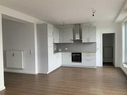 Erstbezug: freundliche 3-Zimmer-Dachgeschosswohnung mit neuer Einbauküche