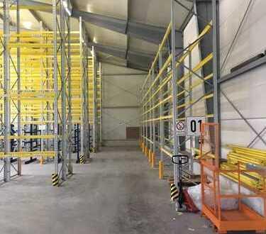 moderne Lagerhalle mit Heizung, Rampe und Palettenregalen