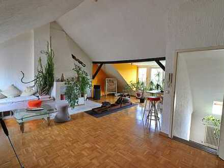 Gepflegte Maisonette-Wohnung mit sechs Zimmern und Balkon in Duisburg