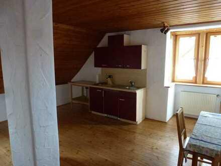 Gepflegte 1-Raum-Dachgeschosswohnung mit Küchenzeile mit Bad und Flure in Uttenreuth