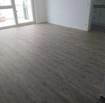Sehr schöne, helle renovierte 2-Zi-Wohnung mit Balkon und EBK in Marbach am Neckar