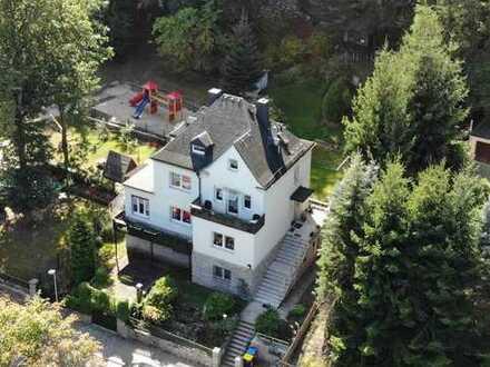 Wohnen über den Dächern von Aue: Schöne, durchsanierte ehem. Fabrikantenvilla in ruhiger Nebenstraße