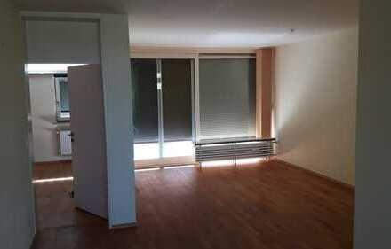 Attraktive 3-Zimmer-Hochparterre-Wohnung mit Balkon und EBK in Regensburg