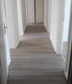 Großzügige 5 ZKB Wohnung mit Balkon / WG-geeignet