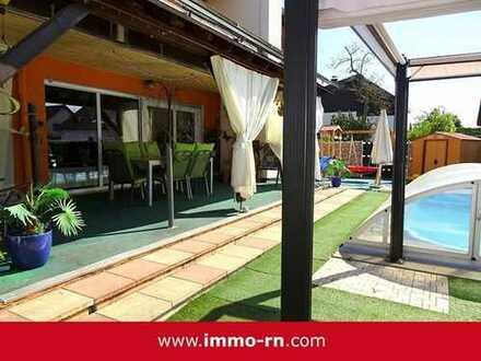 *Exklusives Einfamilienhaus auf wunderschönem Eckgrundstück mit Terrasse, Garten, Pool & PV-Anlage*