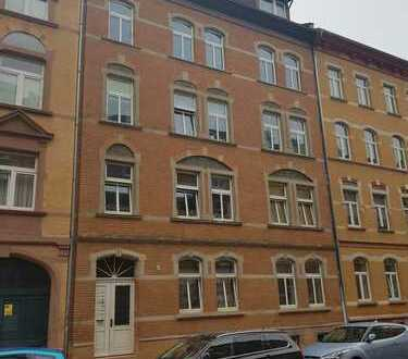 Charmante 2 Zimmer-Dachgeschosswohnung !!! ( inkl. EBK )