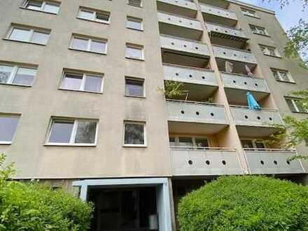 Quadratisch Praktisch Gut- 2 Zimmer ,hell und geräumig mit Balkon ab sofort