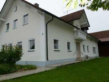Ehemaliges Bauernhaus mit großer Wohnfläche - neue Böden, Bad, WC - EBK, Garage u. v. m.