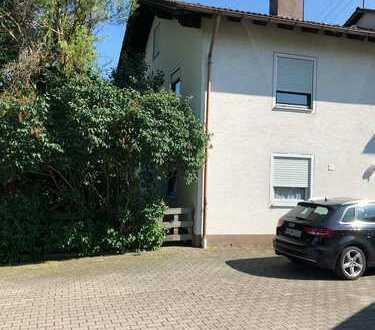 Schöne Doppelhaushälfte mit Garage