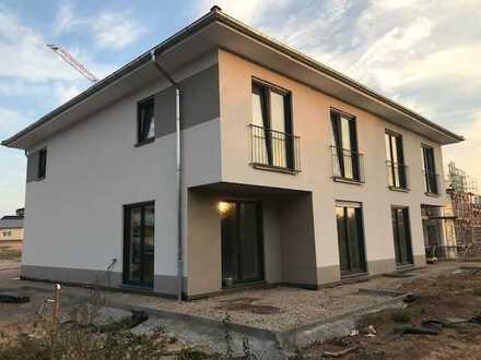 Erstbezug moderne Doppelhaushälfte (KFW 55 Niedrigenergiehaus)
