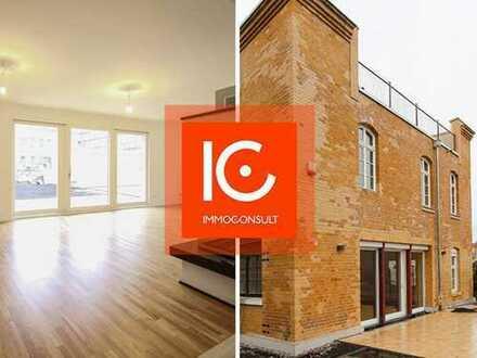 Freistehendes Einfamilienhaus + Gartenanteil: Erstbezug, 5 Räume, 2 Terrassen, Kamin, 2 Garagen
