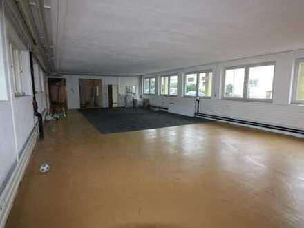 Halle- Büro- Praxis im Erdgeschoss- zentrale Lage