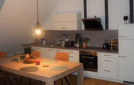 Exklusive 2-Zimmer-Dachgeschosswohnung mit Einbauküche in Fellbach