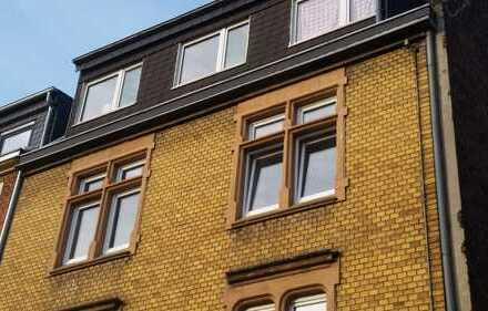 Schöne kernsanierte 2 Zimmer Altbauwohnung mit 3 m. hohen Decken und Wohnküche in Ehrenfeld