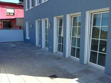 --Attraktive 5-Zimmer-Wohnung mit Terrasse und Blick auf den Rhein--